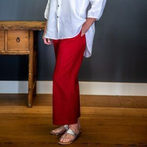 Classic pin tucked cotton pant - red